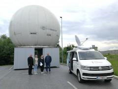 Radio Prvi na obisku na zemeljski postaji na Barju