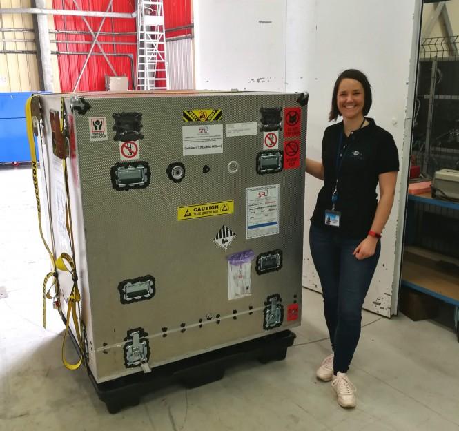 Paket s satelitom je v Kourouju pričakala naša sodelavka Ana Urbas.