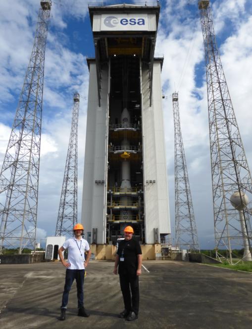 Martin Lamut in Tomaž Rodič pred raketo Vega.